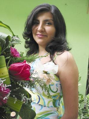 Érika Judith Torres Zapata, capatada en la despedida de soltera que se le ofreció con motivo de su próxima boda..