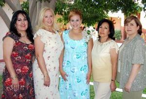 Gabriela del Carmen Saavedra López acompañada de Luz Ofelia Arguijo de López, Wendy de Barrientos, Carmen López Rubio y Cristina Ramírez de López