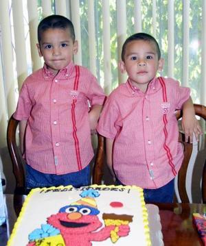 José Fernanado y Jesús Giovanni García Mota cumplieron tres y dos años de edad, respectivamente y los festejaron  con un divertido convivio.