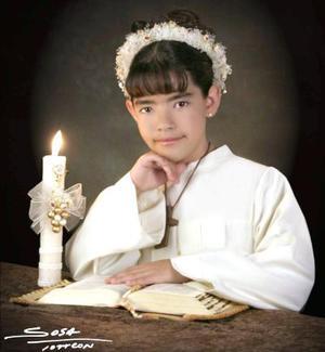 Niña Gretel de Alba Morales recibió la sagrada eucaristía de la comunión el sábado ocho de mayo de 2004.