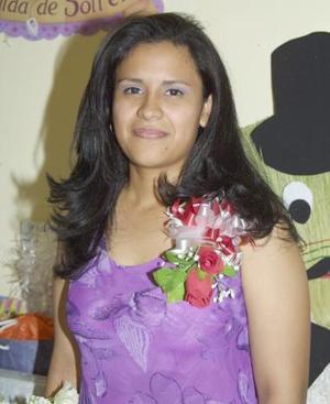 <u><b> 16 de mayo </u> </b><p>  Karina Martínez Rivera, captada en la despedida de soltera, que le ofrecieron en días pasados.
