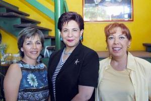 Laura de Arroyo en comañia de Oly de Hernández y Tere García, en el convivio de cumpleaños que le ofrecieron en días pasados