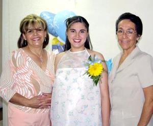 <u><b> 18 de mayo </u> </b><p> Marcela Arellano de Aldape en compañia de las organizadoras de su fiesta de regalos, Virginia Torres Vda. de Arellano y Yolanda Cabral de Aldape.