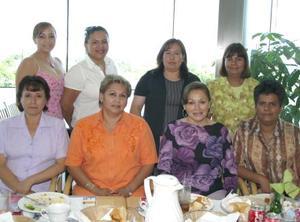 Adriana, Ernestina, María Elena, María de Jesús, María Elena, Alma, Juanita  y Rocío, educadoras del jardín de Niños Héroes de Chapultepec.