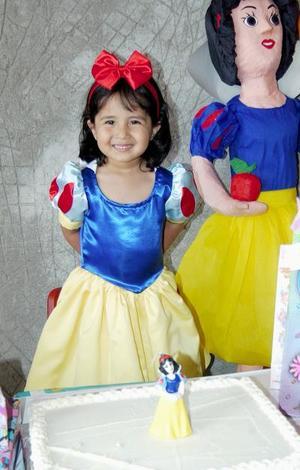<u><b> 18 de mayo </u> </b><p> Michelle García Arrañaga festejó su cumpleaños, con un divertido convivio que le ofrecieron sus papás.