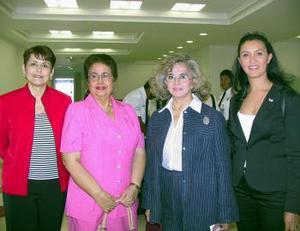 María Luisa Herrera y Martha Soto llegarón del DF y fueron recibidas por Silvia Salazar y Yazmín Darwich.