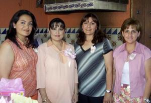 Gabriela Méndez de Algarate disfrutó de una fiesta de canastilla ofrecida por Marú de Méndez, Mireya Méndez y Marisela Chapa de Méndez.