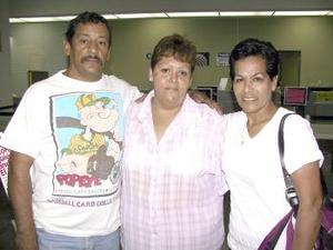 <u><b> 19 de mayo </u> </b><p> Juanita Cervantes regresó a Tijuana y fue despedida por Gerardo y Norma.