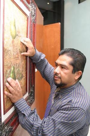 El tema de las obras es el paisaje -clásico en las obras de Rafael Aguirre- y también el paisaje conceptual, lo que ha plasmado recientemente.