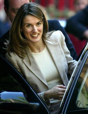 La boda de Felipe con la periodista Letizia Ortiz, marca una nueva etapa para la monarquía de España.