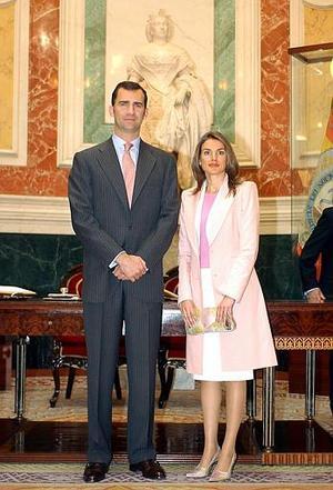 El príncipe de Asturias, Felipe de Borbón, heredero de la Corona española, se casará ante más de  mil 400 invitados que almorzarán luego en el Palacio Real.