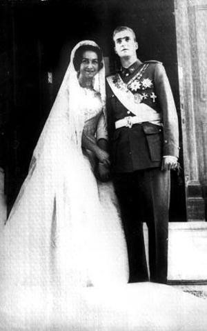 El Rey Juan Carlos y la Reina Sofía en el día de su enlace nupcial en esta foto de archivo del 14 de mayo de 1962