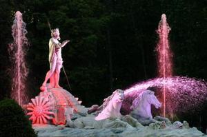 La fuente de Neptuno ha sido iluminada dentro de las pruebas de iluminación realizadas en Madrid con motivo de la boda
