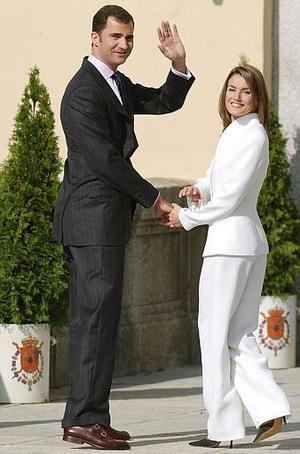 El Príncipe Felipe de Borbón, el único hijo varón de la familia real española, contraerá matrimonio con la periodista Letizia Ortiz, con lo que dejará de ser uno de los príncipes herederos solteros de Europa.