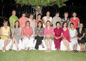 Damas integrantes del IMEF se reunieron en casa de la señora Susana Murra para festejar con un agradable convivio el Día de la Madre.