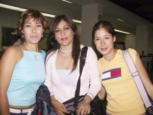 Janeth Flores, Luz Elena de Acosta y Mar Acosta viajaron a Ixtapa.