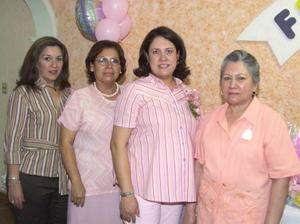 Dulce María González de Esquivel en compañia de María de la Luz González, María Susana Zapata  y de su hermana en su fiesta de regalos.