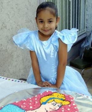 Daniela Marttínez Anaya festejó su sexto cumpleaños con una divertida piñata organizada por sus papás, Adriana Anaya de Martínez y Alejandro Martínez Cárdenas.