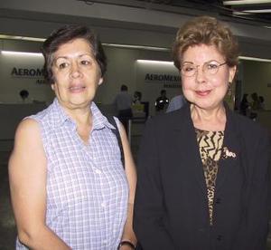 Blanca Valdivieso fue despedida por Olga Ruiz, antes de viajar al Distrito Federal.