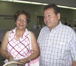 <u><b> 21 de mayo </u> </b><p> Francisco Yáñez y María de Jesús Villarreal  de Yáñez viajaron a Veracruz.