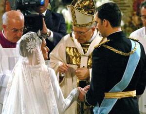 La boda del Príncipe de Asturias, Felipe de Borbón, con la periodista Letizia Ortiz ha tenido un amplio eco y seguimiento de los medios de comunicación en todo el mundo.
