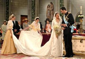 La ceremonia del enlace de Felipe de Borbón con Letizia Ortiz a la que asistieron 15 jefes de Estado y representantes de 40 casas reales, es calificado por muchos medios como la Boda del Siglo.