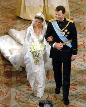 Pasadas las once de la mañana se escuchó el Allegro de Haendel, que daba paso a la entrada de la novia en el templo para el enlace real del príncipe Felipe, futuro heredero de la Corona, de 36 años, con la periodista Letizia Ortiz, de 31 años.