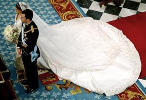 El príncipe Felipe de España y Letizia Ortiz se convirtieron en marido y mujer tras pronunciar el sí quiero en la catedral de La Almudena, en la primera boda real que celebra Madrid desde hace un siglo, cuyo inicio resultó deslucido por una intensa lluvia.