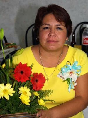 <u><b> 22 de mayo </u> </b><p> Silvia MArtínez Cerqueda, captada en pasado festejo social.