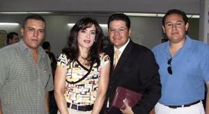 Francisco e Ivonne León viajaron al DF y fueron despedidos por Ángel y Jaime León.