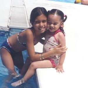 María Fernanda acompañada de su hermanita Daniela Ramos Sánchez, en su festejo de cumpleaños.