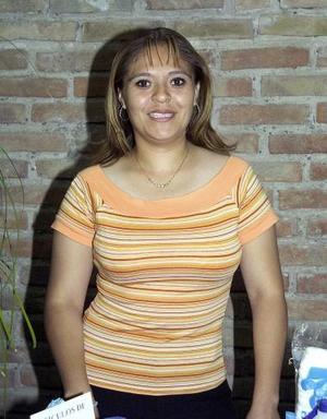 Leticia Guerrero, captada en la despedida de soltera que le ofrecieron en días pasados por su próxima boda.