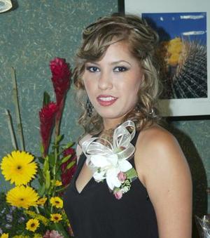 <u><b> 23 de mayo </u> </b><p>  Elisa Huerta Salcido, captada en su despedida de soltera.