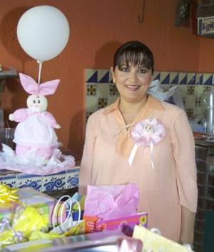 Gabriela de Algarate recibió numerosos obsequios, en la fiesta de canastilla que le ofrecieron en días pasados, en honor del bebé que espera.