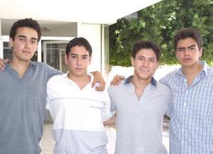 Luis Rivera, Luis Obregón, Federico López y Jesús Astorga, estudiantes del Instituto Cumbres.