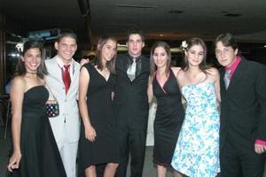 Letty cepeda, Pablo Larrinaga, charito Cepeda, Andrés Cepeda, Cristianne Reed y José Carlos Martínez, en pasado festejo social.