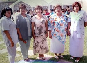 Esperanza Escalera, Dolores Vega, Rosa María Cruz, Patricia Valenzuela y Martha Olivia, captadas en pasado acontecimiento social.