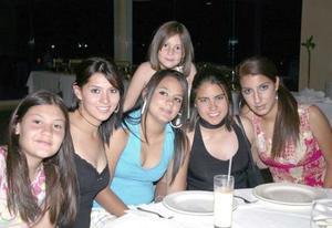 Luisana Campos, Mariana Valles, Alfonsina Bernal, Sabina Valles, Alejandra Martos y Dania Álvarez, en pasado festejo social.