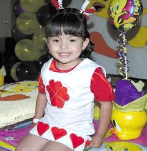 <u><b> 25 de mayo </u> </b><p> Verónica Alejandra Luna González cumplió tres años de vida en días pasados y los festejó con un divertido convivio.