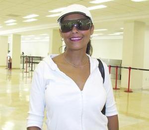 <u><b> 25 de mayo </u> </b><p> Eugenia Gordillo fue despedida por Marco Antonio Gordillo, antes de viajar a Acapulco.
