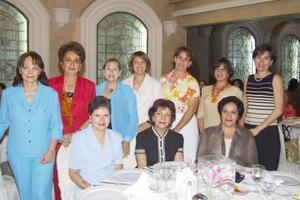 Leticia Barrera, Fátima Elías, Linda Elías, María Elena Metlich, Rosario S., Maga G., Tere Villar, Bertha Mijares, Georgina Salmón y Elizabeth T., en pasada reunión de jardinería.