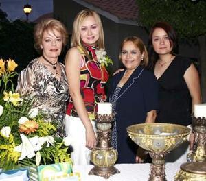Carmen en compañía de Micaela Torres de Arroyo, Carmen María Méndez de Cázares y de la Dra. Monserrat Cázares Méndez.