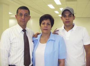 <u><b> 26 de mayo </u> </b><p> Mariano Barragán fue despedido por Mariano y Herlinda Barragán, antes de viajar para estudiar en Barcelona.