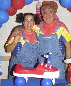 Con una divertida fiesta, Arnie Acosta festejó sus 62 años de vida.