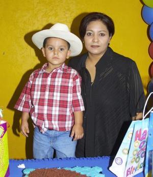 César Rodríguez Domínguez Bustamante, en la fiesta de cumpleaños que le ofreció en días pasados.
