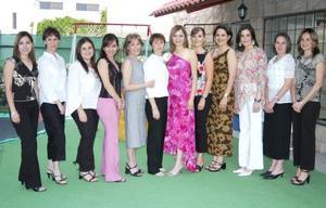 <u><b> 27 de mayo </u> </b><p> Karla Edith Reyes Rodríguez acompañada por sus amigas, en la despedida que leofrecieron por su próxima boda con Alejandro centeno.
