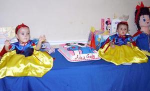 Las pequeñas Alejandra y Gabriela García Flores festejaron su primer año de vida, con un divertido convivio infantil.