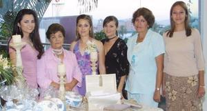 La festejada acompañada de Cuquis Ruiz de Barraza, Concepción Fernández de Ruiz, Maribel Ruiz de Borja, Marisela Moreno de Salcido y Liliana Salcido, en su festejo.