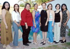 <u><b> 29 de mayo </u> </b><p> Silvia Gómez Falcón acompañada de sus amigas, en la despedida de soltera que le ofrecieron por su próxima boda.