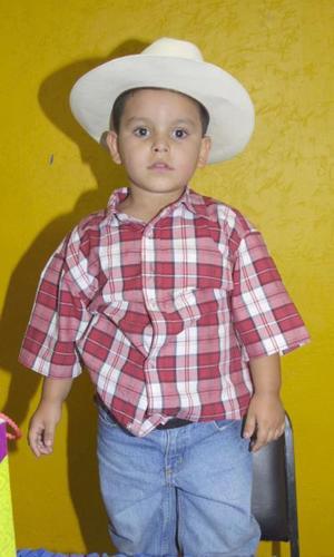 César Rodríguez Domínguez cumplió cuatro  años de vida y los festejó, con un divertido convivio infantil.